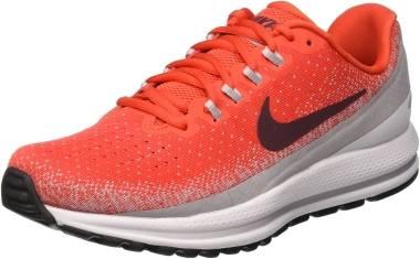 Comparativa Adidas Ultra Boost vs Nike Vomero 13   Runnea