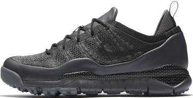 Nike Lupinek Flyknit Low - Black (882685100)