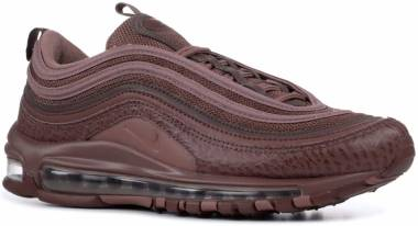 NIKE WOMEN'S AIR MAX 97 SE PARTICLE BEIGE METALLIC RED