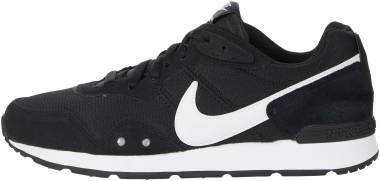 Nike Venture Runner - Black / White (CK2948001)