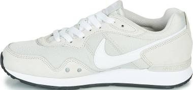 Nike Venture Runner - Light Bone / White (CK2948002)