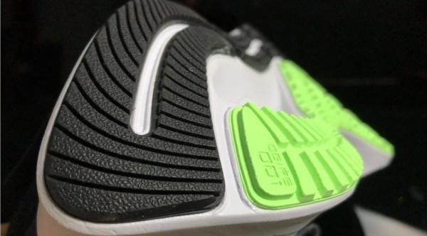 Nike-Pegasus-37-FlyEase-outsole.jpg
