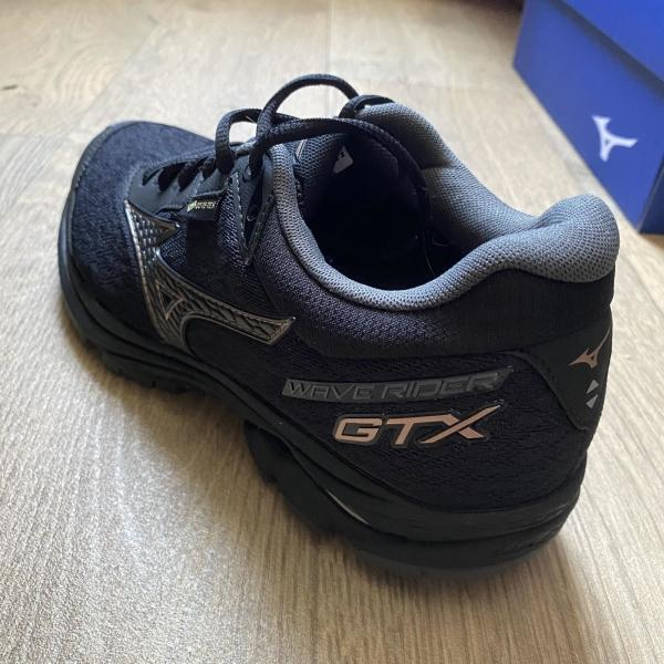 Mizuno-Wave-Rider-GTX-neutral-shoe.jpg