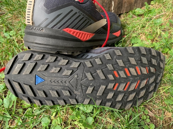 Brooks-Cascadia-15-GTX-trail-running-shoes-outsole.jpg