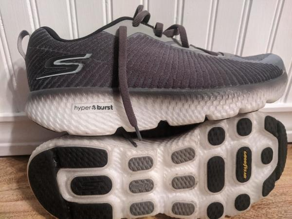 Skechers-GoRun-MaxRoad-4+Hyper-the-upper.jpg