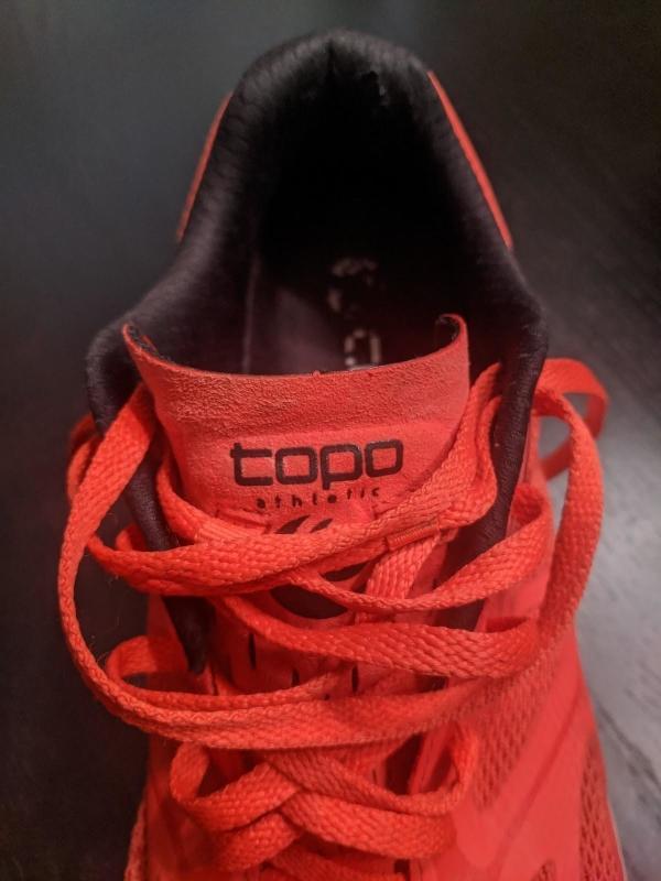 Topo-Athletic-Zephyr-road-neutral-colar.jpg