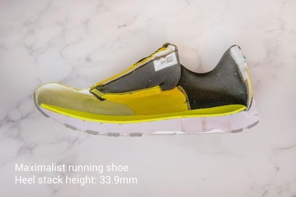 Maximal stack height running shoe
