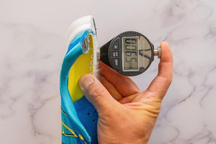 Midsole hardness measurement in RunRepeat lab