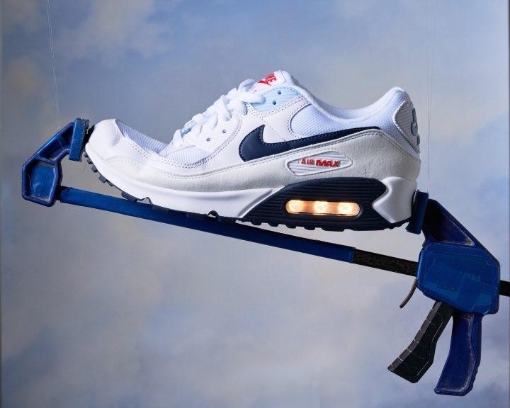 Nike-Air-Max-90-bend-test.jpg