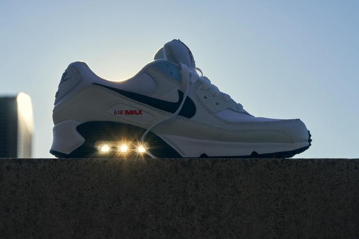 Nike Air Max 90 outdoor retro shot