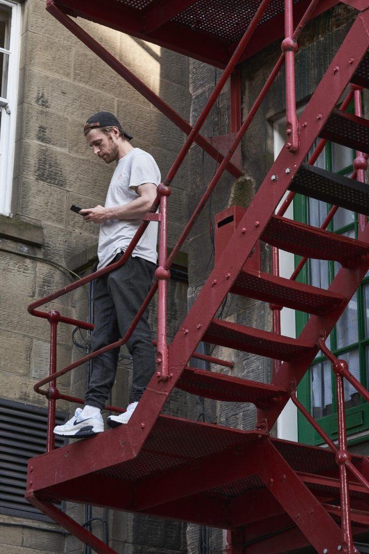 Nike-Air-Max-90-outdoor-stairs.jpg