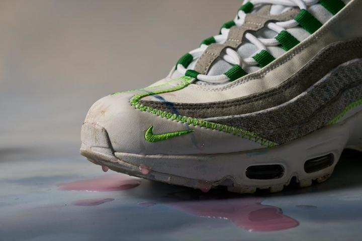 Nike-Air-Max-95-Upper-Stain-Cleaning-Test