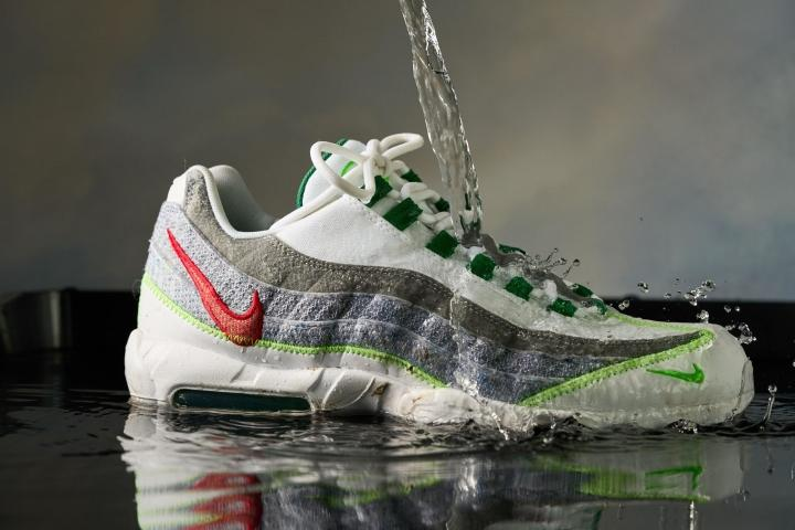 Nike Air Max 95 Weather proof testing water