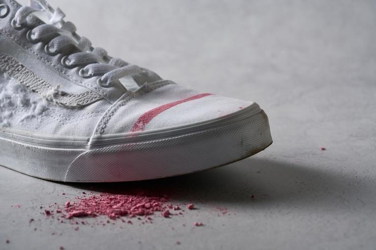 Chalk stain test on Vans Old Skool