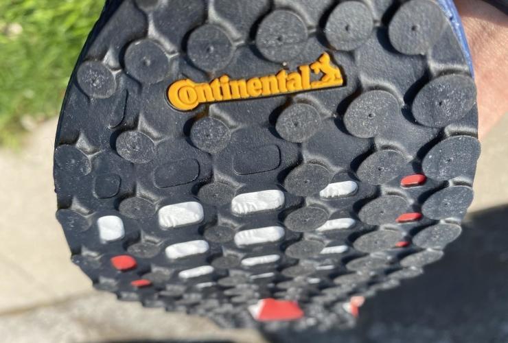 Adidas-Solarboost-19-neutral-thread.jpg