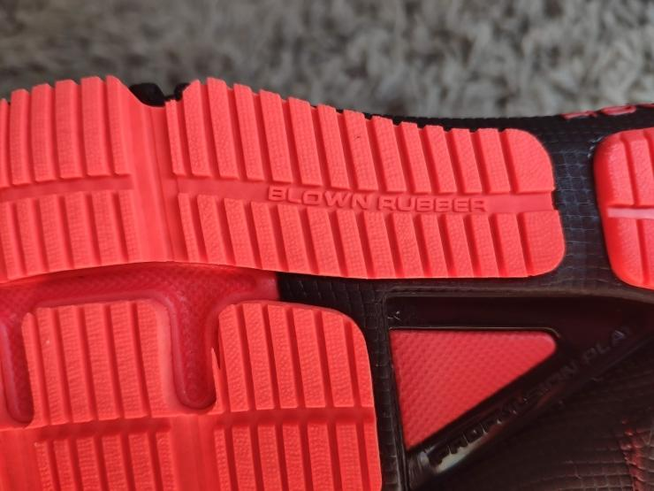 Under-Armour-HOVR-Machina-blown-rubber-outsole.jpg