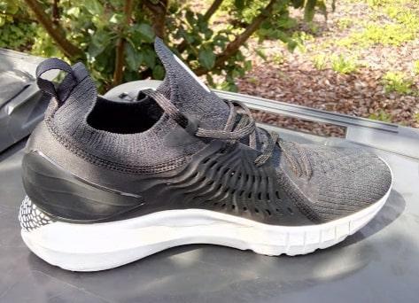 under-armour-phantom-black-running-shoes.jpg
