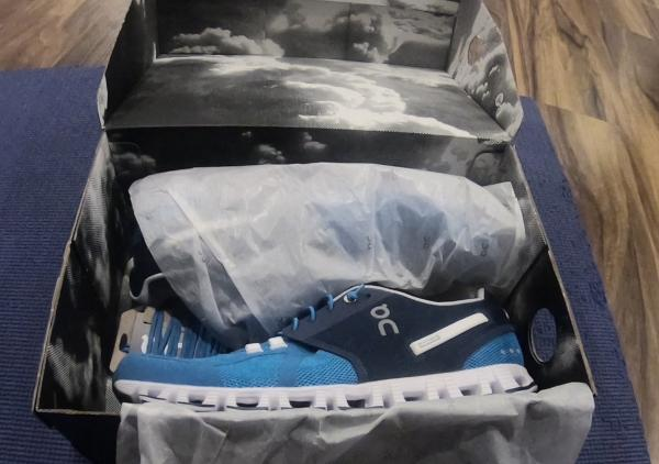 NEW IN THE BOX ON RUNNING CLOUD BLACKWHITE SHOES FOR MEN