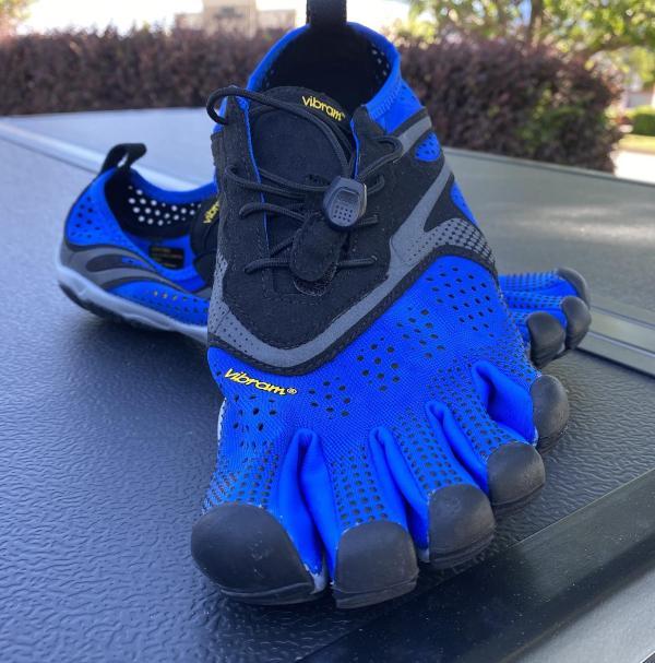 Vibram-FiveFingers-V-Run-barefoot-shoe.jpg